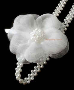 Tiara para daminha com flor e pérolas