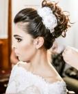 Arranjo de noiva com flor de cetim e cristais
