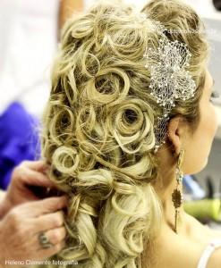 Tiara de noiva rendinha com flor prateada