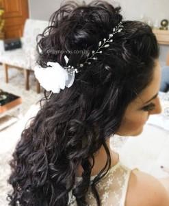 Tiara de noiva com arranjo de flores