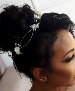 tiara-de-noiva-trancada-com-flores-e-cristais