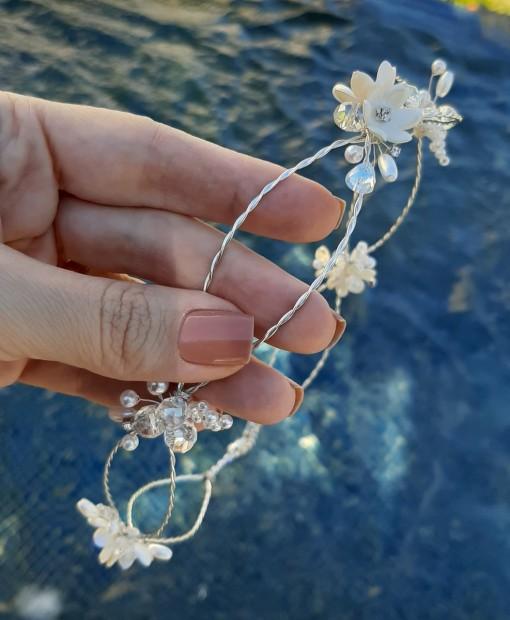 tiara-de-noiva-trancada-com-flores-e-cristais-grinalda